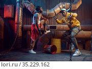 Serious rappers, break-dance performing in studio. Стоковое фото, фотограф Tryapitsyn Sergiy / Фотобанк Лори