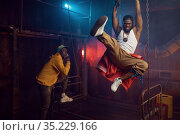Two rappers joking, performing in cool studio. Стоковое фото, фотограф Tryapitsyn Sergiy / Фотобанк Лори