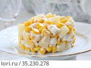 Салат с курицей,ананасами и кукурузой с шампанским на белом фоне. Стоковое фото, фотограф Марина Володько / Фотобанк Лори