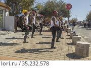Gumboot dancing in Soweto township, Johannesburg, South Africa. Стоковое фото, фотограф © Marc Hoberman / Zondo / age Fotostock / Фотобанк Лори