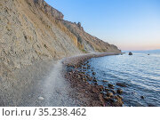 Mountain on the rocky seashore at sunset. Стоковое фото, фотограф Юрий Бизгаймер / Фотобанк Лори