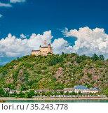 Marksburg castle on Rhine river in Rhineland-Palatinate, Germany.... Стоковое фото, фотограф Zoonar.com/NIKOLAY OKHITIN / easy Fotostock / Фотобанк Лори