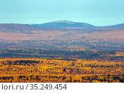 mountain range of big iremel taken from the ridge of alabia on a sunny autumn day. Стоковое фото, фотограф Акиньшин Владимир / Фотобанк Лори