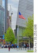 Urban landscape. National September 11 Memorial Museum. Нью-Йорк, США (2019 год). Редакционное фото, фотограф Валерия Попова / Фотобанк Лори