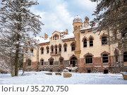 Abandoned building, former Belogorka estate of merchant Eliseev, Leningrad region. Стоковое фото, фотограф Юлия Бабкина / Фотобанк Лори