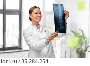 female doctor with x-ray of spine at hospital. Стоковое фото, фотограф Syda Productions / Фотобанк Лори
