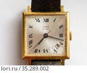 Старинные наручные часы Слава. Редакционное фото, фотограф Игорь Низов / Фотобанк Лори