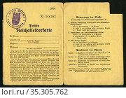 Europa, Deutschland, Zeit des 2. Weltkrieges, Dritte Reichskleiderkarte... Редакционное фото, фотограф Historisches Auge Ralf Feltz / age Fotostock / Фотобанк Лори