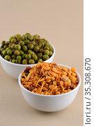 Indian Snacks : Mixture and Spiced fried green peas. Стоковое фото, фотограф Dipak Chhagan Shelare / easy Fotostock / Фотобанк Лори
