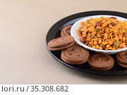 Indian snack: Mixture and Cream Biscuit in plate. Стоковое фото, фотограф Dipak Chhagan Shelare / easy Fotostock / Фотобанк Лори