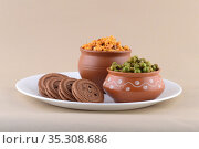 Indian snack: Mixture, Cream Biscuit and Spiced fried green peas ... Стоковое фото, фотограф Dipak Chhagan Shelare / easy Fotostock / Фотобанк Лори