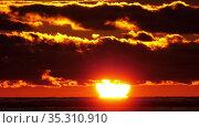 Fiery red Sunset at Sea. Стоковое видео, видеограф Игорь Жоров / Фотобанк Лори