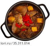 Roast veal with mushrooms in pot. Стоковое фото, фотограф Яков Филимонов / Фотобанк Лори