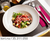 Delicious salad of mushrooms, ham, red sweet pepper and cheese. Стоковое фото, фотограф Яков Филимонов / Фотобанк Лори