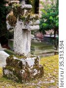 Stone cross on a gravestone. Pere Lachaise cemetery. Paris. Ile-de... Стоковое фото, фотограф Catherine Leblanc / easy Fotostock / Фотобанк Лори