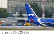 Aircraft tail Tupolev Tu-204-100C. Редакционное видео, видеограф Игорь Жоров / Фотобанк Лори