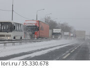 Снегопад на трассе М7. Редакционное фото, фотограф Дмитрий Неумоин / Фотобанк Лори