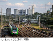 Essen city view, skyline with Postbank Tower, Evonik headquarters and RWE Tower, in front railroad station Essen West, Essen, Ruhr area, North Rhine-Westphalia, Germany (2020 год). Редакционное фото, агентство Caro Photoagency / Фотобанк Лори