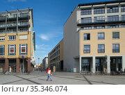 Berlin, Germany - Urban development at the Alice-Salomon-Platz in Berlin-Hellersdorf (2018 год). Редакционное фото, агентство Caro Photoagency / Фотобанк Лори