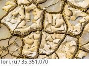 Top view of mud cracked surface pattern detail photo. Стоковое фото, фотограф Zoonar.com/Daniel Ferreira-Leites Ciccarino / easy Fotostock / Фотобанк Лори