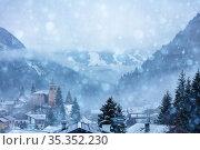 Snowfall in the old French mountain village (2020 год). Стоковое фото, фотограф Сергей Новиков / Фотобанк Лори