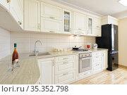 Luxury modern beige and white kitchen interior. Стоковое фото, фотограф Сергей Старуш / Фотобанк Лори