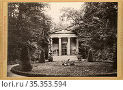 Europa, Deutschland, Berlin, Charlottenburg , Mausoleum im Park des... Редакционное фото, фотограф Historisches Auge Ralf Feltz / age Fotostock / Фотобанк Лори