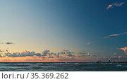 Himmel mit Wolken abends am Meer Ufer mit Leuchtturm an der Küste. Стоковое фото, фотограф Zoonar.com/Robert Kneschke / age Fotostock / Фотобанк Лори