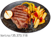 Grilled beef tenderloin steak with potato. Стоковое фото, фотограф Яков Филимонов / Фотобанк Лори