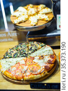 Appetizing slices of pizza on grocery store window. Стоковое фото, фотограф Яков Филимонов / Фотобанк Лори