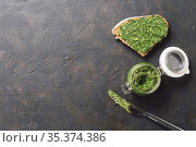 whole grain rye bread with fresh pesto. Стоковое фото, фотограф Ольга Сергеева / Фотобанк Лори