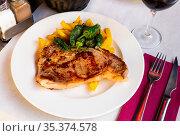 Veal steak with french fries and pepper. Стоковое фото, фотограф Яков Филимонов / Фотобанк Лори