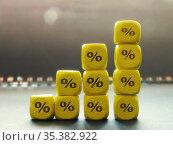 Диаграмма из кубиков с символом процента. Стоковое фото, фотограф Татьяна Т / Фотобанк Лори