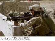 IRAQ Al Ramadi -- 20 Apr 2006 -- US Marine Corps Lance Cpl Jeff Ortiz... Редакционное фото, фотограф Jonathan William Mitchell / age Fotostock / Фотобанк Лори