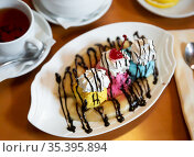 Ice cream based banana split with whipped cream and chocolate sauce. Стоковое фото, фотограф Яков Филимонов / Фотобанк Лори
