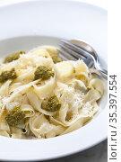 Pasta tagliatelle with green pesto. Стоковое фото, фотограф Richard Semik / easy Fotostock / Фотобанк Лори