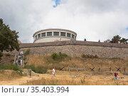 """Здание диорамы """"Штурм Сапун-горы 7 мая 1944 года"""" на Сапун-горе в городе-герое Севастополе, Крым (2020 год). Редакционное фото, фотограф Николай Мухорин / Фотобанк Лори"""