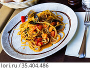 Delicious spaghetti of shrimps, mussels and vegetables. Стоковое фото, фотограф Яков Филимонов / Фотобанк Лори