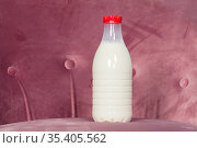 Plastic bottle with milk, one litre volume. Стоковое фото, фотограф Кекяляйнен Андрей / Фотобанк Лори