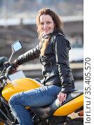 Attractive woman with her motorcycle, looking at camera. Стоковое фото, фотограф Кекяляйнен Андрей / Фотобанк Лори