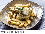 Fried zander with homemade potato chips. Стоковое фото, фотограф Richard Semik / easy Fotostock / Фотобанк Лори
