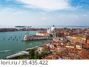 Top view of the city blocks of Venice, the Grand Canal, the Venetian Lagoon, the Cathedral of Santa Maria della Salute and the Cathedral of San Giorgio Maggiore. Venice, Italy (2017 год). Стоковое фото, фотограф Наталья Волкова / Фотобанк Лори