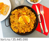 Paella with seafoods and lemon. Стоковое фото, фотограф Яков Филимонов / Фотобанк Лори