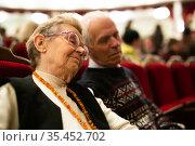 Еlderly couple sleeping at boring play in theater. Стоковое фото, фотограф Татьяна Яцевич / Фотобанк Лори