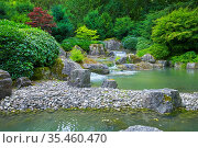 Schöner japanischer Garten mit Teich im Panoramaformat. Стоковое фото, фотограф Zoonar.com/manfred2000 / easy Fotostock / Фотобанк Лори