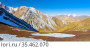Panorama of the mountainous terrain from the top point of the pass. Стоковое фото, фотограф Олег Елагин / Фотобанк Лори