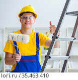 Painter working at home in refurbishment project. Стоковое фото, фотограф Elnur / Фотобанк Лори