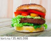 Veggie burger with soybean rissole. Стоковое фото, фотограф Яков Филимонов / Фотобанк Лори