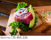 Delicious sandwich with raw tuna, avocado, greens and onion. Стоковое фото, фотограф Яков Филимонов / Фотобанк Лори