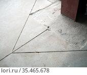 Швы для компенсации деформации бетона. Стоковое фото, фотограф Вячеслав Палес / Фотобанк Лори